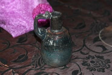 Vase mit Henkel dürfte Eisch sein.